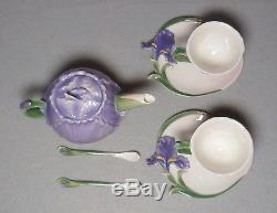 New with Box Discontinued Sorelle'' Fine Porcelain China Tea Pot Cup Saucer Set