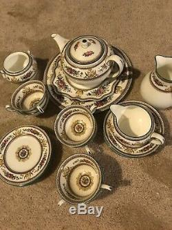 Wedgewood Columbia White Green Trim Footed Tea Cup Set 26 Piece